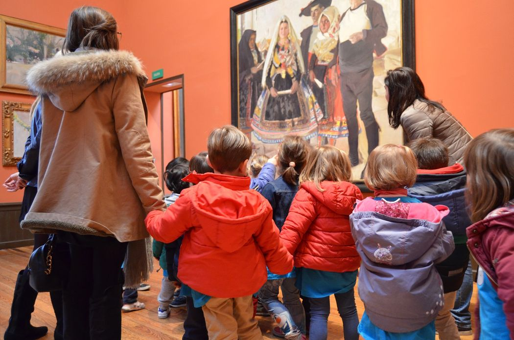 Children visiting the Museo Sorolla