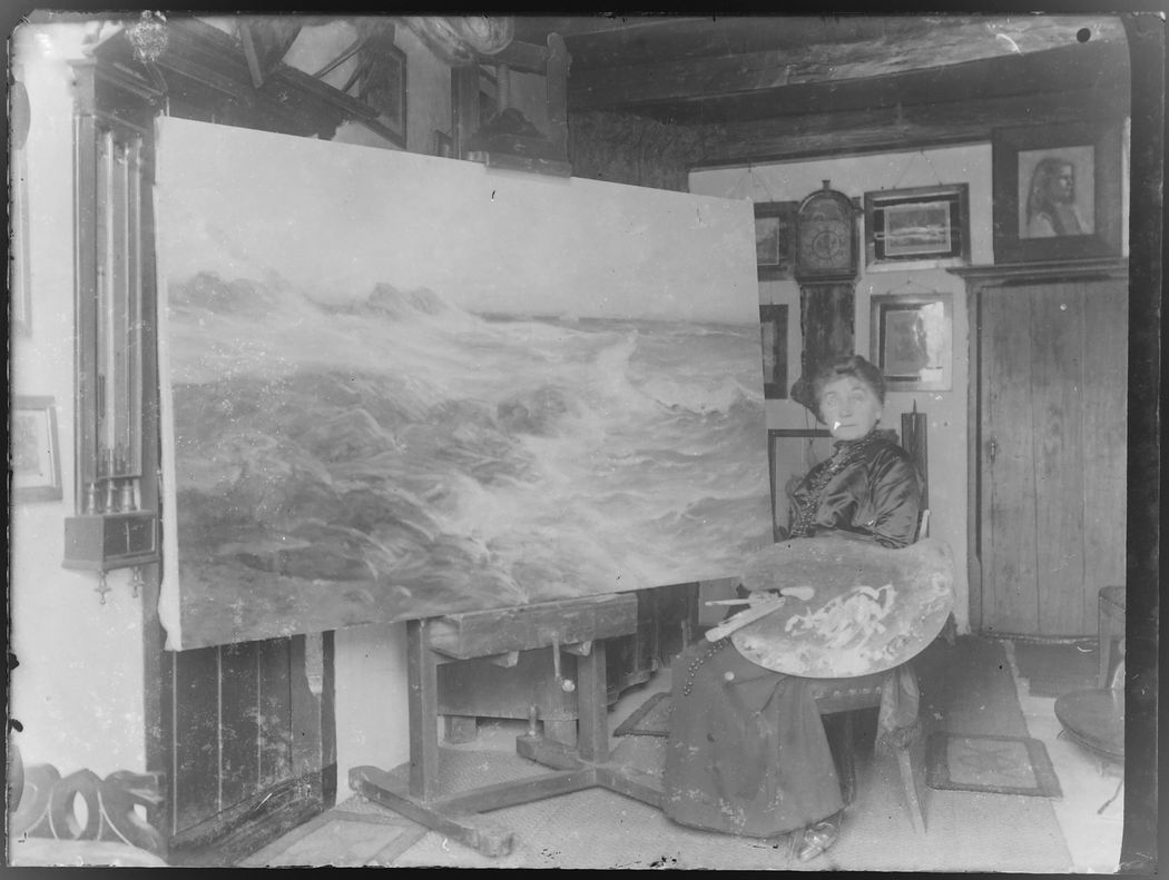 Betzy Akersloot-Berg at work on a painting